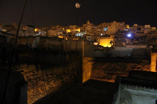 Dar Faracha Fès : Vista notturna Fez dalla terrazza