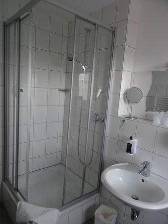 Art Hotel Korschen: Bad mit Dusche und Tageslicht!