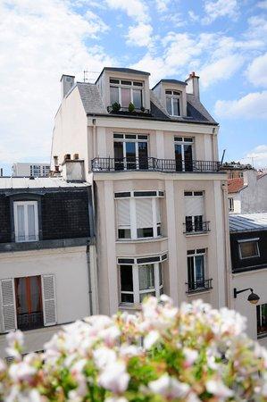 La Maison Montparnasse: Outside the windows