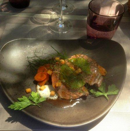 Le Bistrot du Bord de l'Eau : Gigot d'agneau rôti, carottes au curcuma et aubergines confites
