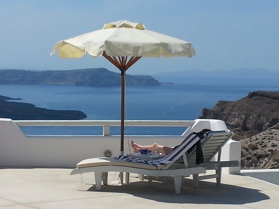 Celestia Grand: Relaxation with the most breathtaking view in Santorini