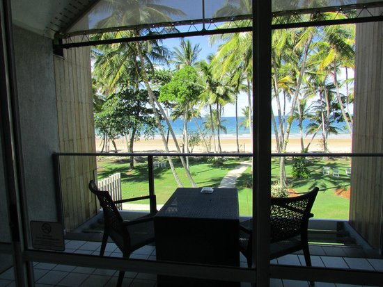 Castaways Resort & Spa Mission Beach : View as you enter room, stunning