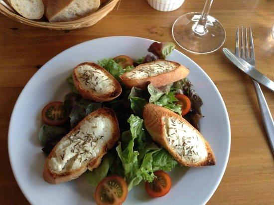 La Gourmandise : Warm Goat cheese salad