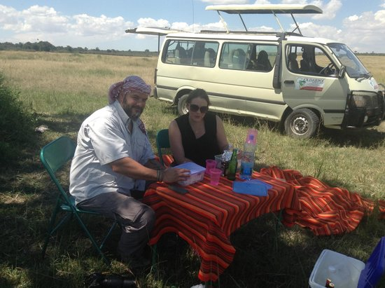 Oldarpoi Mara Camp: Our guests enjoy an outdoor lunch