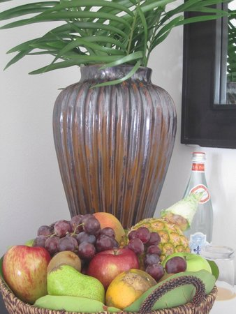 Tortuga Bay Hotel Puntacana Resort & Club: They left a nice fruit basket our first day