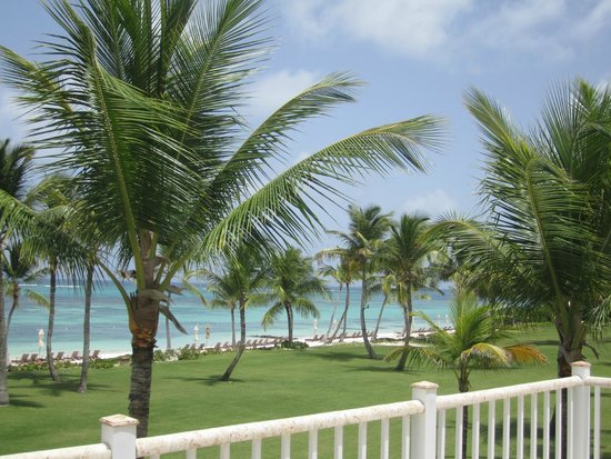 Tortuga Bay Hotel Puntacana Resort & Club: View of beach from villa