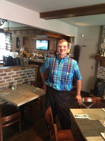 Resto Pub Bord'Eaux : Great Restaurant. This is Bernie the owner.