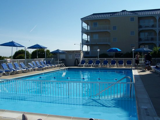 La Mer Beachfront  Inn : Heated pool!