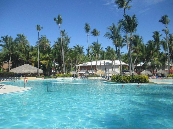 Grand Palladium Palace Resort Spa & Casino : Pool area near our villa