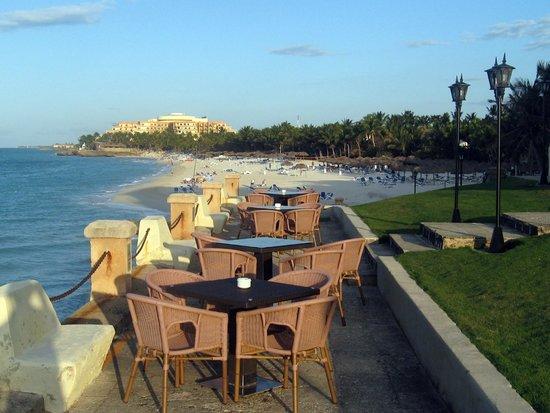 Melia Las Americas: View of the hotel beach from Xanadú