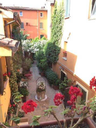 Hotel Porta San Mamolo : Il giadino interno