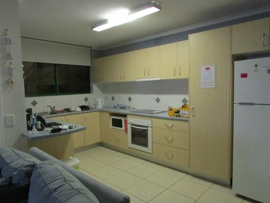 Headland Gardens Holiday Apartments Sunshine Coast: Open Lounge Kitchen Area