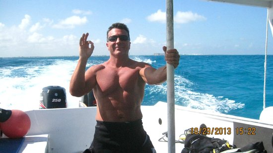 Scuba Diving Cancun : Dave who I met in 7th grade 41 years ago before his first dive!