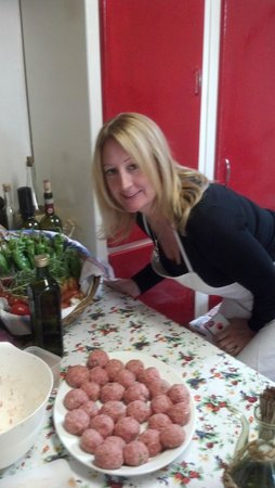 A Slow Day in Tuscany : That's some meatballs! Mmmmm!