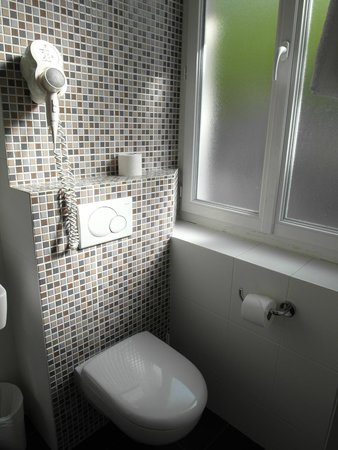 Hotel du Printemps: restroom