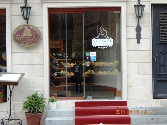 Neyzade Restaurant: Entrance to Restaurant