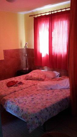 Atlantis Las Lomas: Las camas las juntamos nosotros
