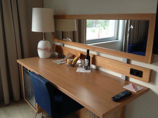 Thon Hotel Oslofjord : scrivania