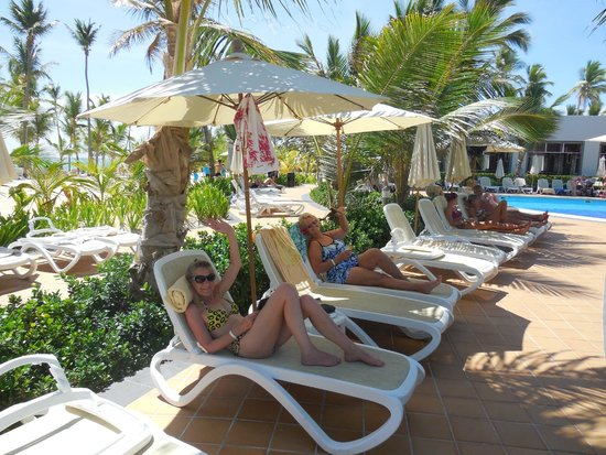 Hotel Riu Palace Bavaro : Chliin' at pool side