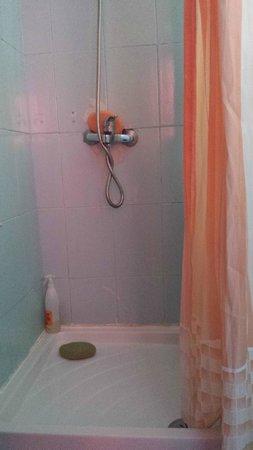 Atlantis Las Lomas: El baño sin repisa
