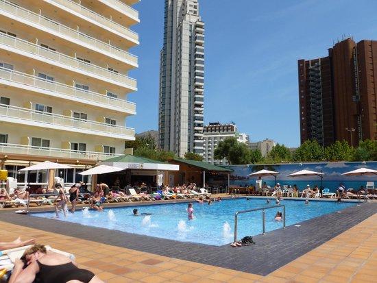Hotel Helios Benidorm: Pool view