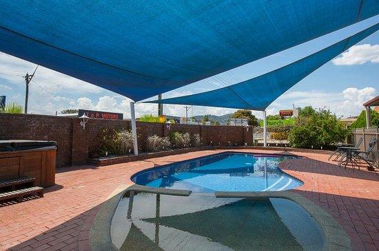 Albury Classic Motor Inn: Pool