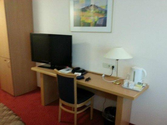 Bastion Hotel Bussum Hilversum: Deluxe kamer o.a. met grotere televisie en ruimer van opzet