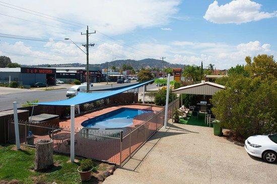 Albury Classic Motor Inn: Pool Area