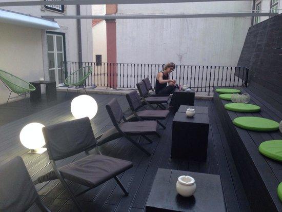 Hotel Gat Rossio: La terrasse de l'hôtel dans une cour intérieure du 1er étage. Vous pouvez même y prendre votre p