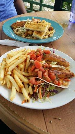 Coconut Joe's Beach Bar & Grill: our lunch!