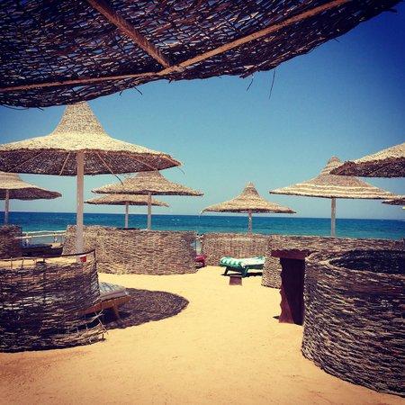 Aladdin Beach Resort: Gorgeous beach