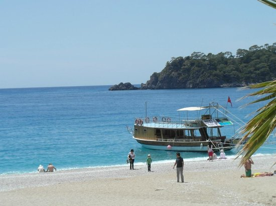 Celay Hotel: local beach. a boat trip to the islands is a great day out.