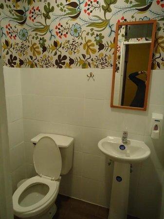 Hostal Providencia: Um dos banheiros no andar de cima