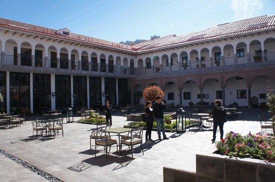 JW Marriott El Convento Cusco: Pátio do Hotel