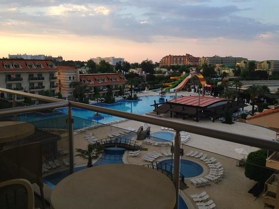Grand Pearl Beach Resort : территория отеля вид с номера 2411