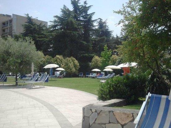 Hotel Sollievo Terme: Giardino piscina