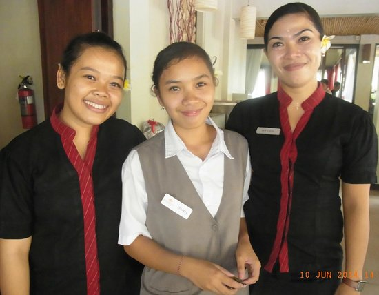 Kuta Seaview Boutique Resort & Spa: Some of the lovely Staff.