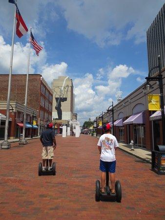 ATL-Cruzers Electric Car & Segway Tours: Strolling around