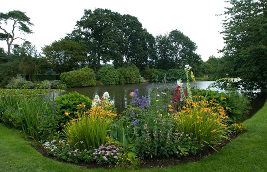 Cadhay: stew ponds and gardens