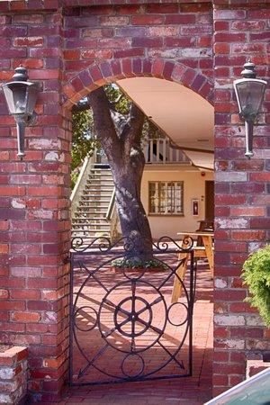 Carmel Lodge: Premium Building Courtyard
