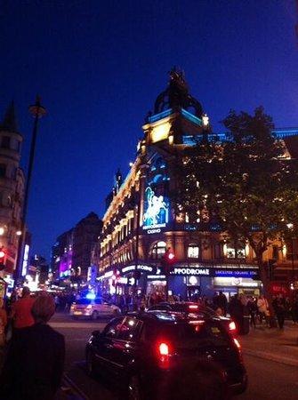 Piazza: rua do restaurante