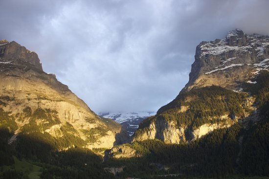 Hotel Eiger Grindelwald: Sunset on the mountains.
