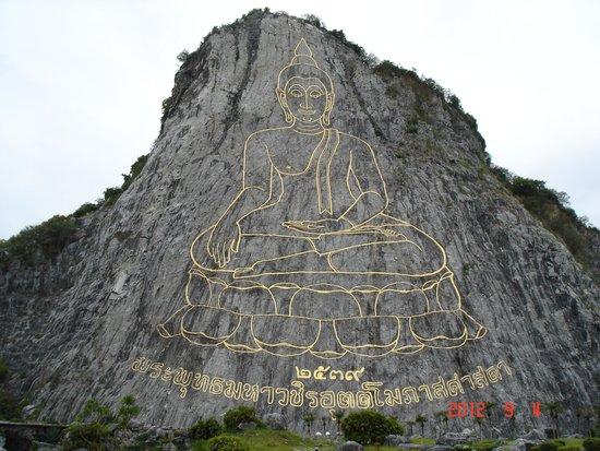 Buddha Mountain (Khao Chi Chan): golden buddha Khao chee chan