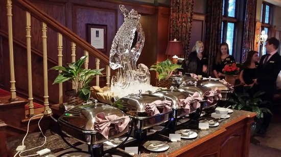 Marvelous Wisconsin Room At The American Club: Seafood Buffet, Ice Sculpture!