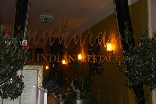 Indian Restaurant Maharani: Glass window at Maharani