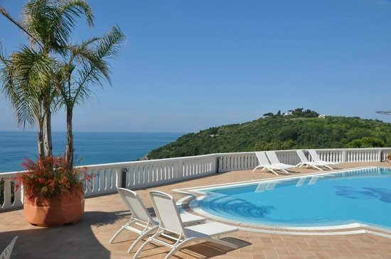 Grand Hotel Le Rocce: The pool