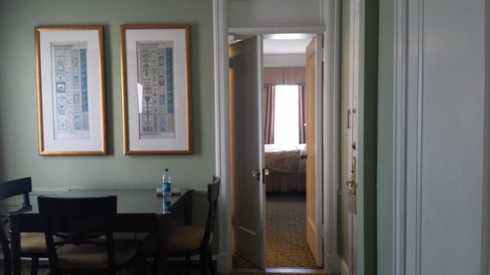 Francis Marion Hotel: Adjoining hallway