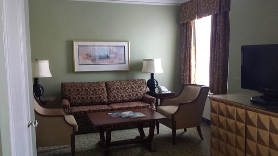 Francis Marion Hotel: Suite separate from bedroom