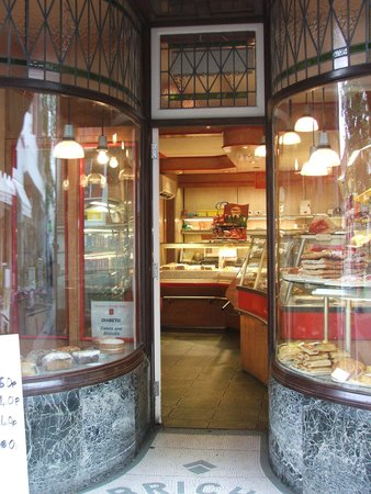 Poole Harbour: Old fashioned bakery