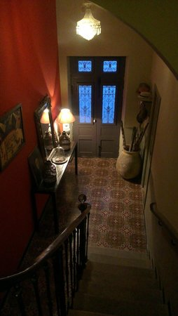 Cosy : the entrance from the stairs